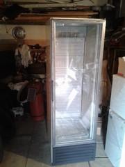 Вертикальная холодильная ветрина на 400 л.